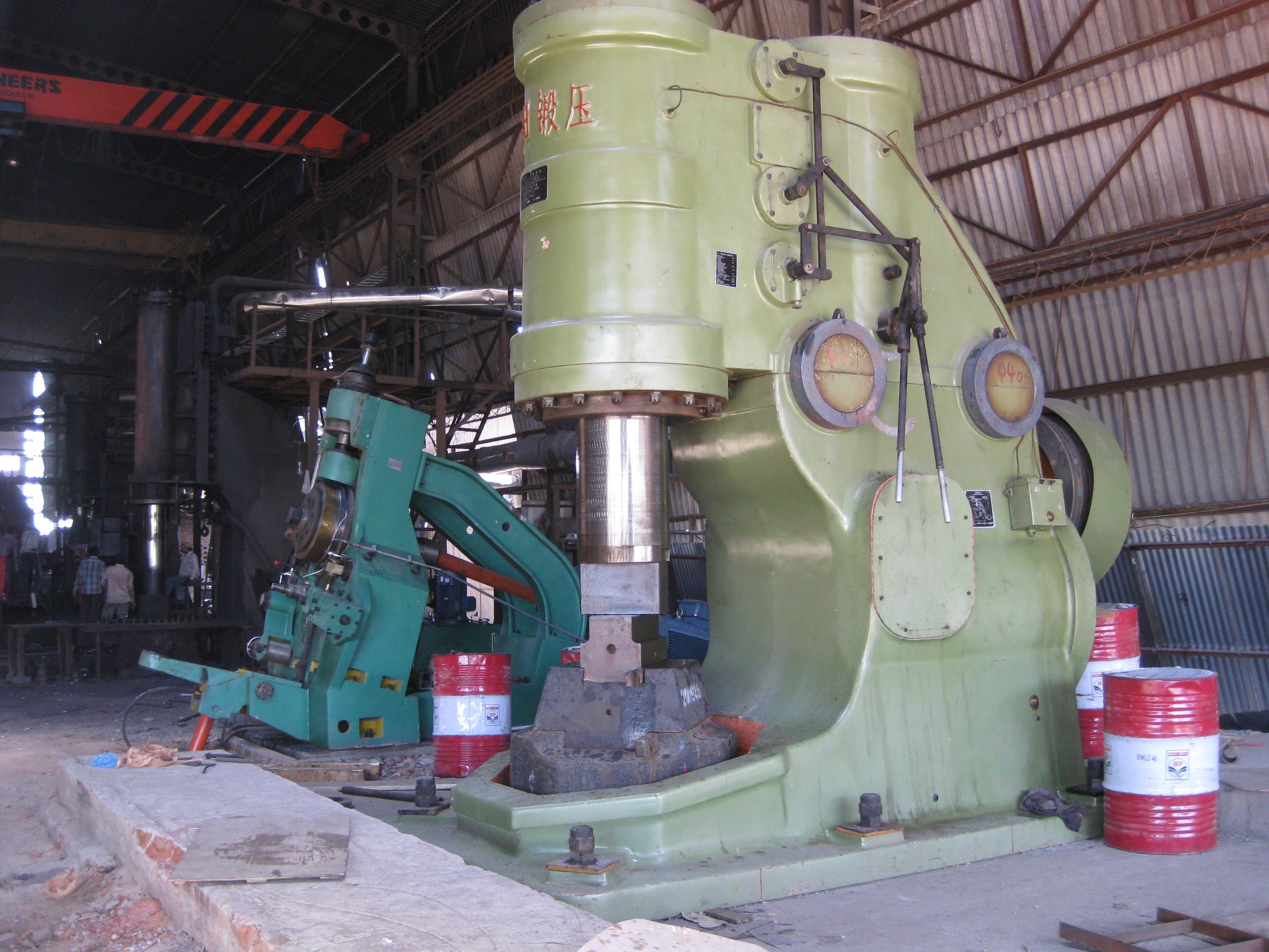 安阳锻压2吨大型空气锤在印度