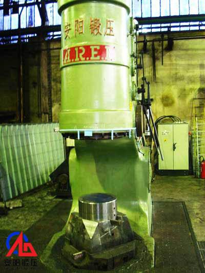 安阳锻压2吨yabo亚博体育空气锤出口到法国