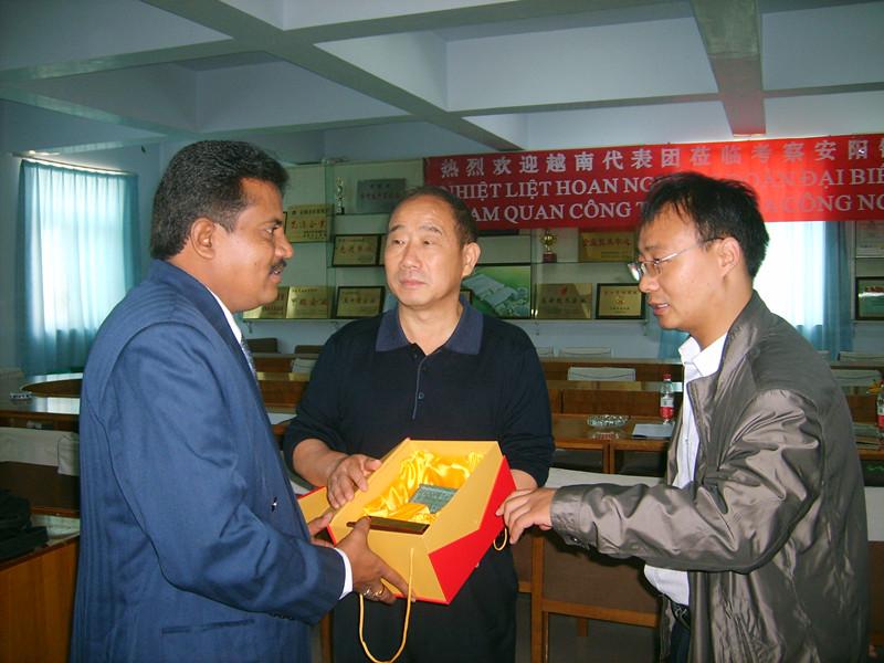 亚洲-缅甸模锻电液锤客户来访