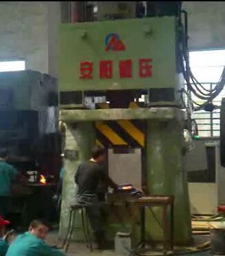 数控模锻锤视频-8台程控模锻锤在张家港金鹿集团yabo亚博体育手工工具