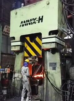 数控模锻锤视频-63KJ程控模锻锤出口日本yabo亚博体育汽车连杆视频