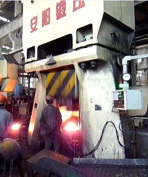 数控模锻锤视频-125KJ数控锤在福州yabo亚博体育机车锻件视频