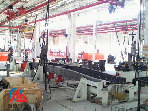 汽车大梁铆钉铆接机生产线在安徽华菱