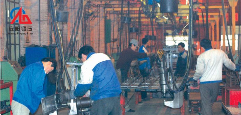 液压铆接机在山东淄博