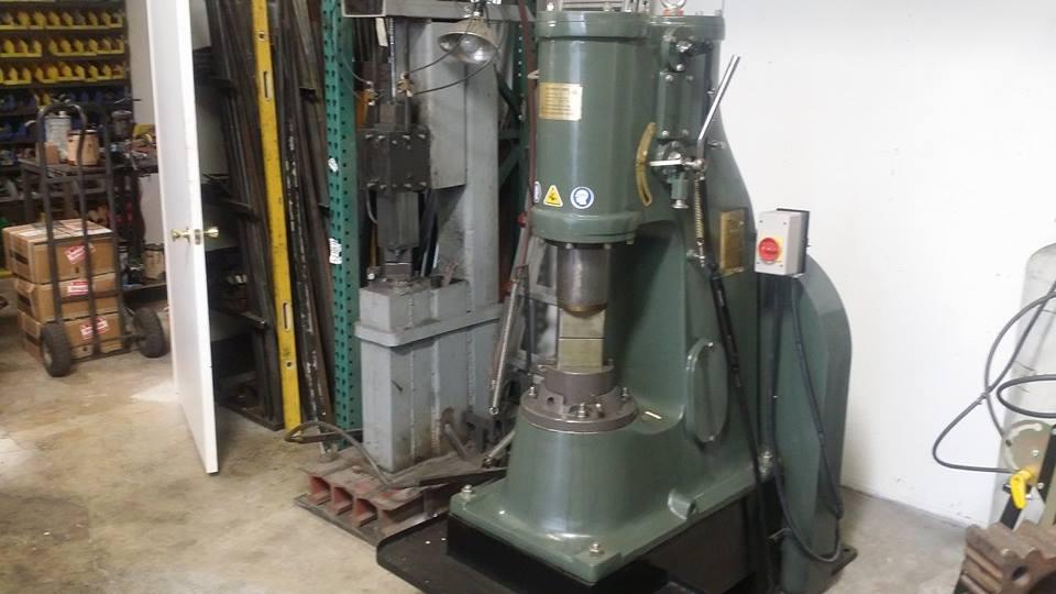 安阳锻压C41-40KG铁艺小空气锤出口美国