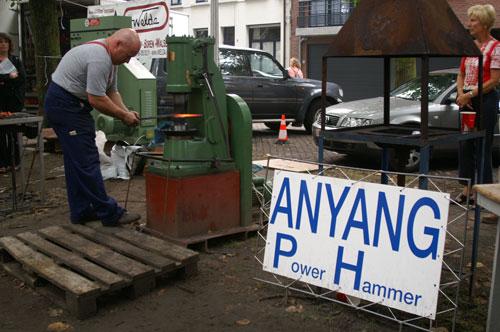 安阳锻压铁艺15KG小空气锤出口比利时