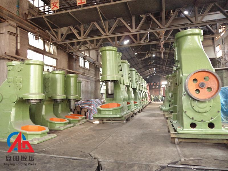安阳锻压1吨空气锤准备出厂