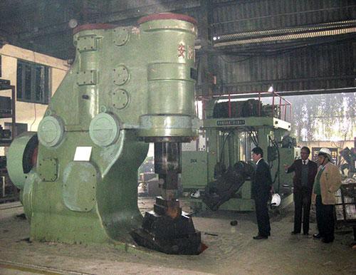 2吨自由锻yabo亚博体育操作机和2吨空气锤在印度