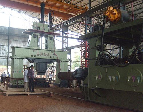 8吨重型轴类yabo亚博体育操作机和6吨自由锻电液锤在印度
