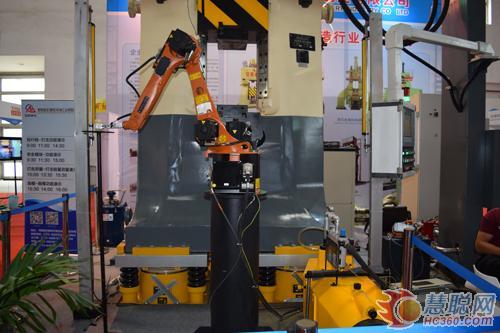 安阳锻压数控锤和锻造机械手