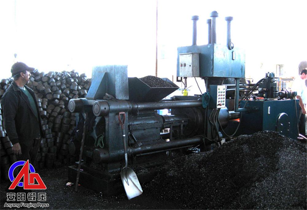 2台压块机在墨西哥客户处压钢屑