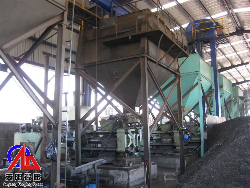 7台300吨压块机在墨西哥客户处组成的自动生产线