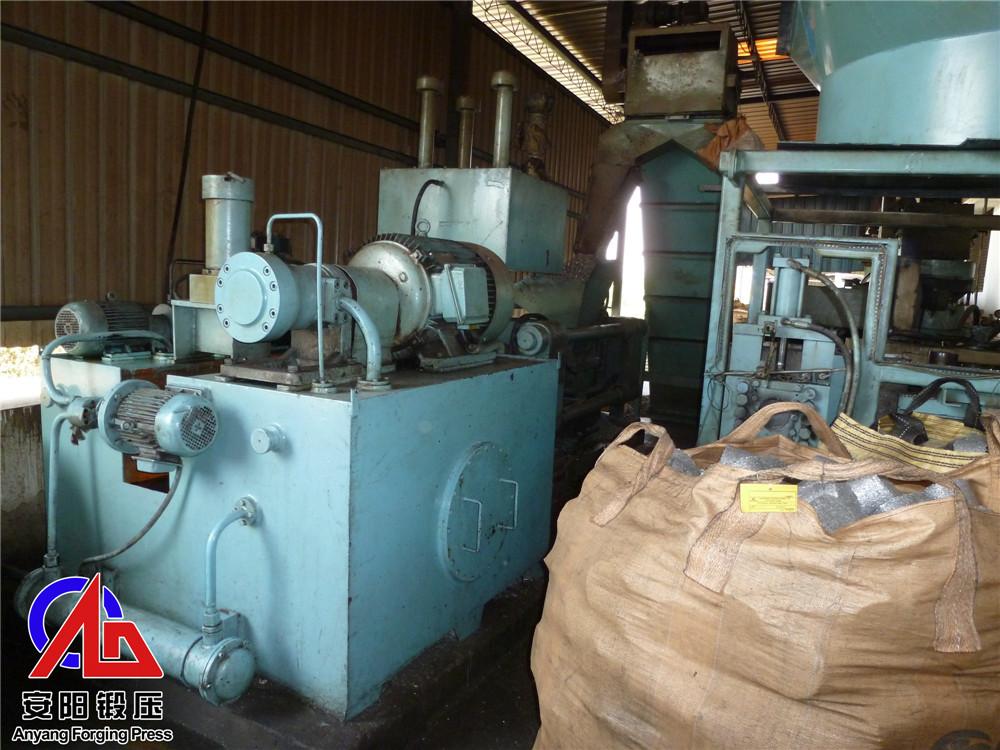 300吨压块机压钢屑