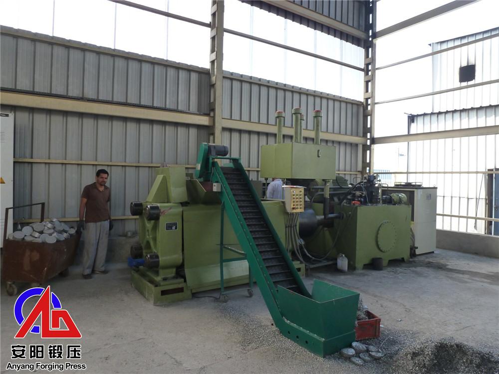 Y83-300铝屑压块机在印度客户